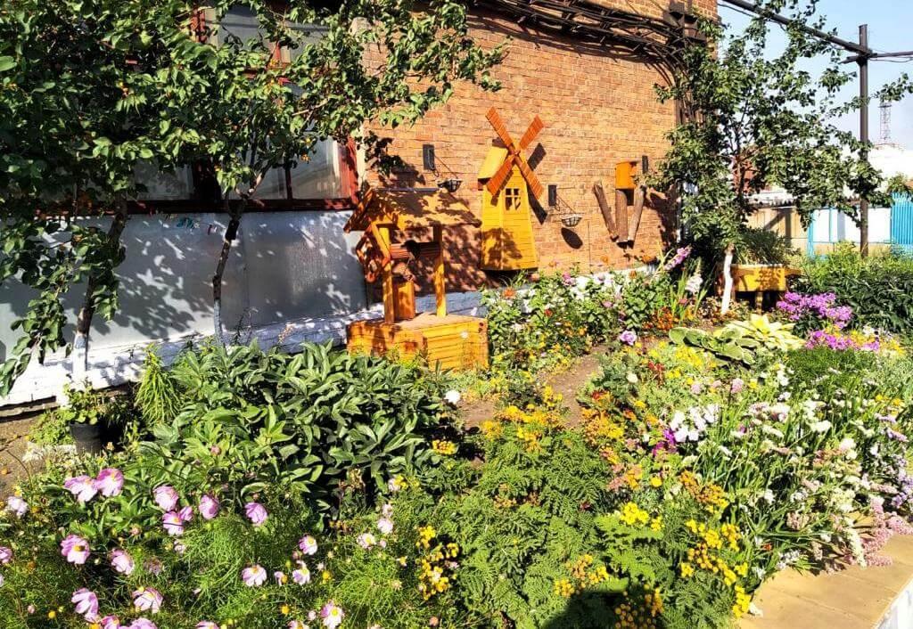 Заводская акварель из цветов и фруктов