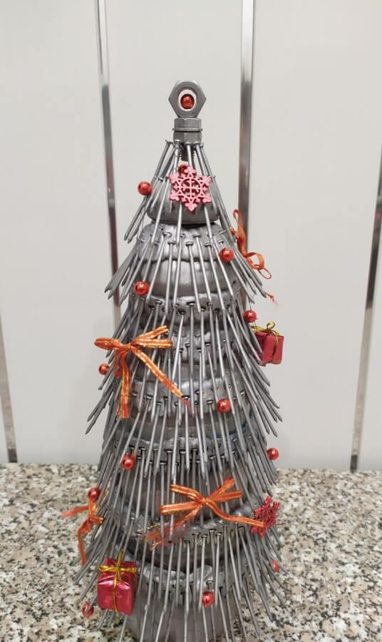 Метиз как материал для новогодней елки